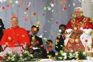 il Santo Padre Benedetto XVI e il Card. Bagnasco durante la visita a Genova - Maggio 2008
