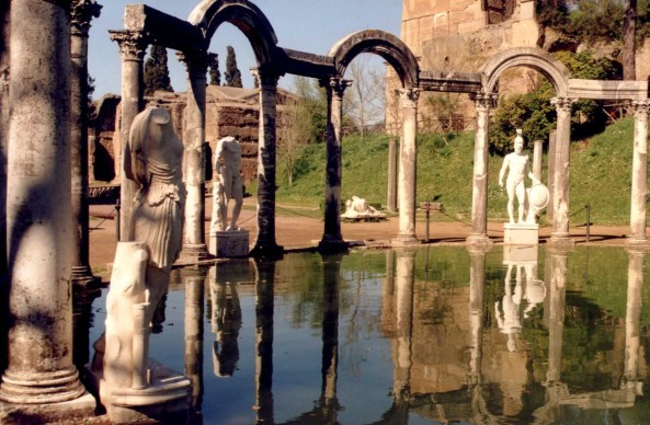 Roma saprà rialzarsi come il guerriero di Villa Adriana?