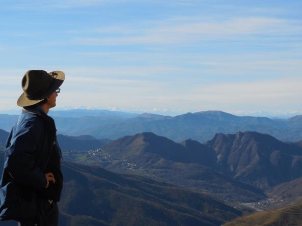 Contemplando le Alpi dalla Cappella di San Fermo (Alta Val Vobbia) - Dicembre 2014