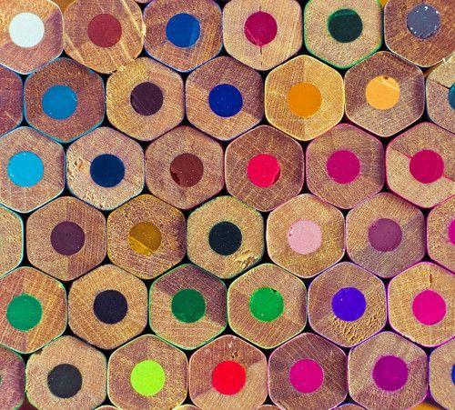 la scuola: un mondo di menti, come matite colorate