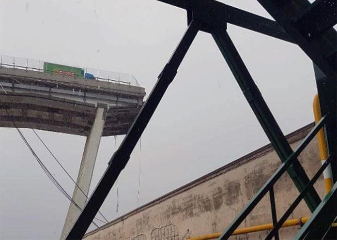 Crolla ponte sulla A10 (fermo-immagine filmato Polizia di St